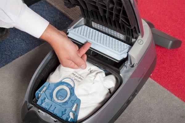 Fjern støvpose og filter fra støvsuger