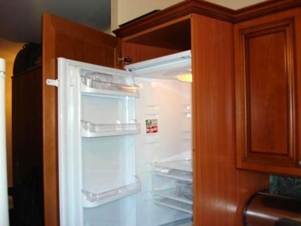 Façade sur le réfrigérateur encastré