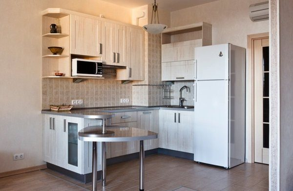 Mutfakta buzdolabı