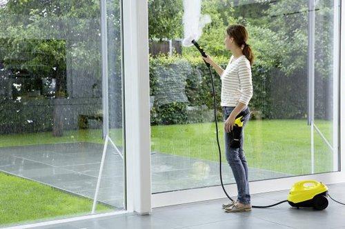 Nettoyer les vitres avec un nettoyeur vapeur