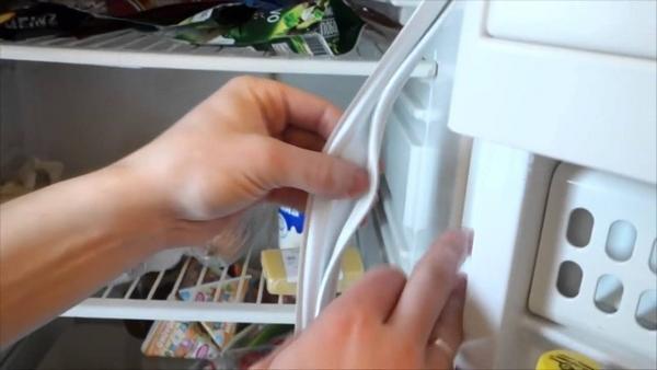 Caoutchouc sur la porte du réfrigérateur