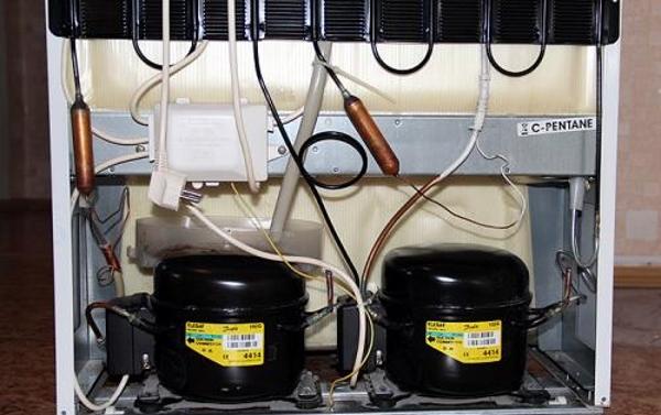 Réfrigérateur à deux compresseurs