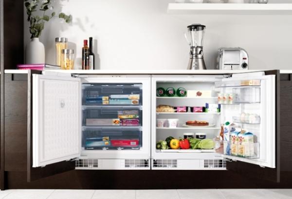 Réfrigérateur à l'intérieur de la cuisine