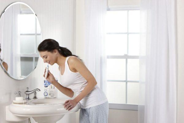 Tænder børster med vandingsanlæg