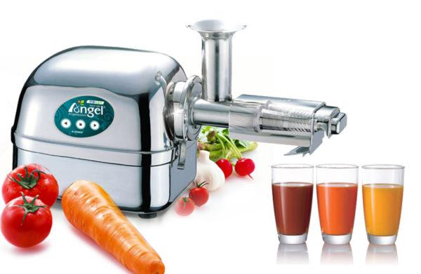 Cuisson du jus de fruits frais dans une centrifugeuse