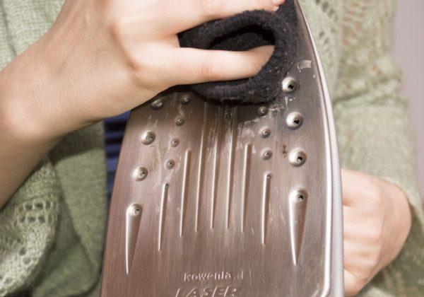 Nettoyage du fer avec un chiffon doux