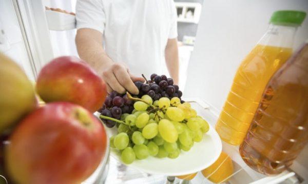 Des raisins dans le frigo