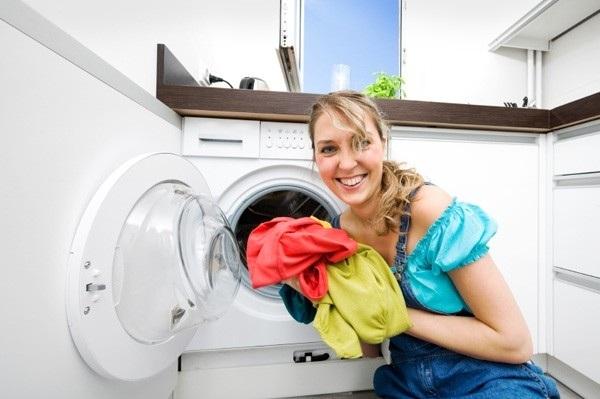 Çamaşır makinesinde çamaşır yıkamak