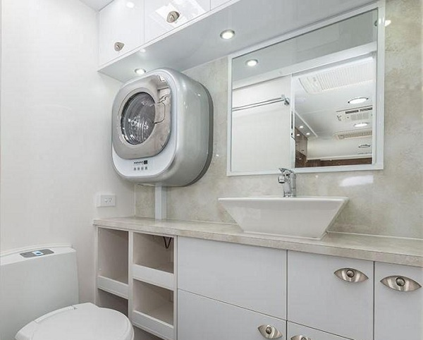 Duvardaki çamaşır makinesi