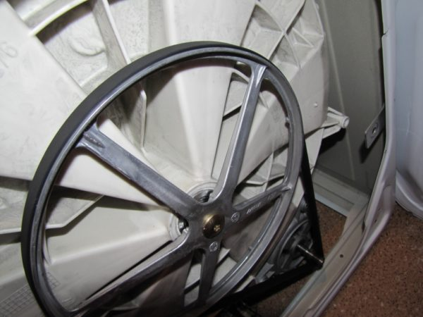 Courroie d'entraînement dans la machine à laver
