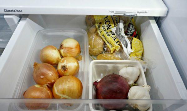 Oignons au réfrigérateur