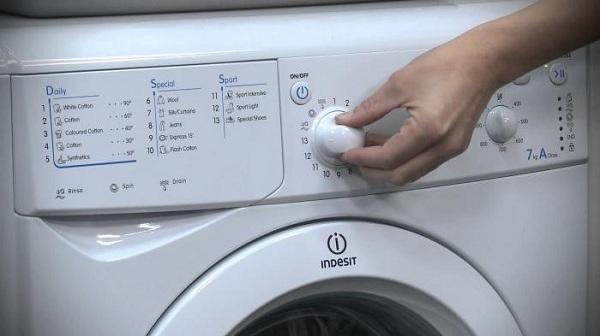 Indesit çamaşır makinesi paneli