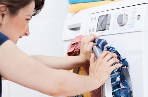 Ne fermez pas la trappe de la machine à laver