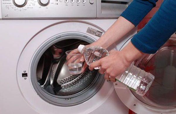 Nettoyage de la machine à laver avec du vinaigre