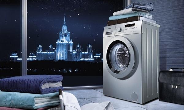 Banyoda çamaşır makinesi