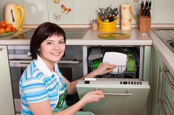 Mutfakta bulaşık makinesi