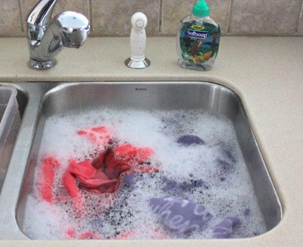 Yıkamadan önce çamaşırları ıslatın