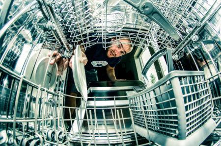 İçinde bulaşık makinesi