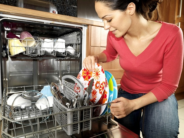 Bulaşık makinesinde bulaşık