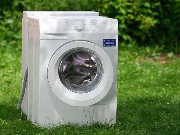 Machine à laver avec réservoir d'eau