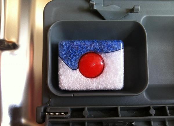 Tablette dans le compartiment du lave-vaisselle