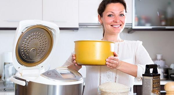 Crock-pot avec un bol jaune