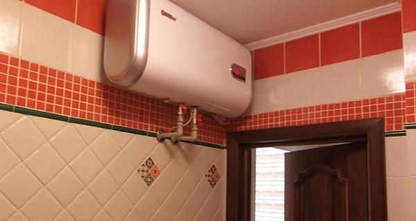 Chauffe-eau horizontal dans la salle de bain