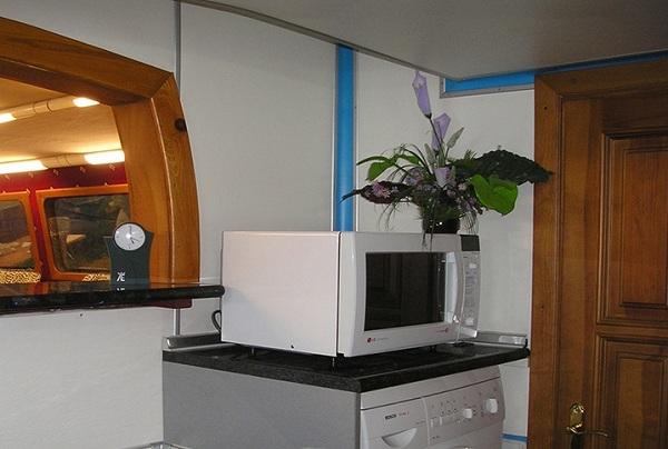 Mikrodalga ve çamaşır makinesi