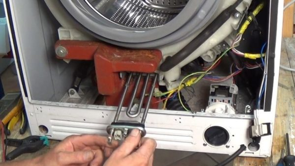 Emplacement des radiateurs derrière le capot avant