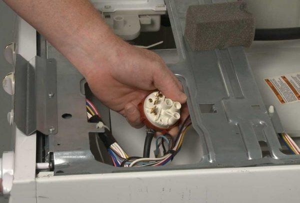 Bulaşık makinesinin presostatının değiştirilmesi
