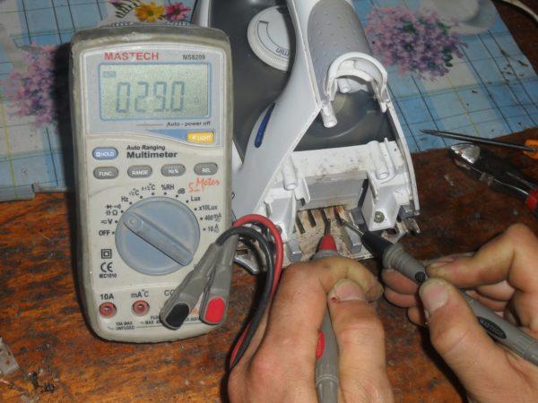 Reparatie van verwarmingselementen en ijzerthermostaat