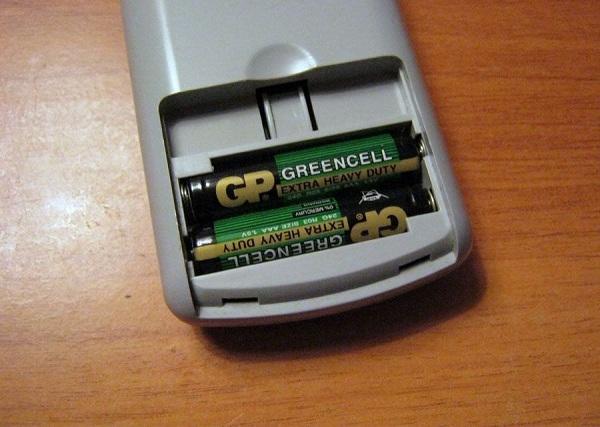 Fjärrkontroll med batterier