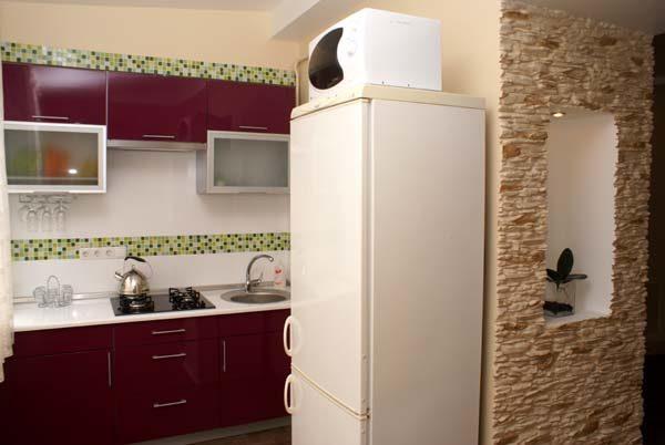 Micro-ondes sur le frigo