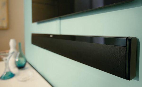 Soundbar aan de muur