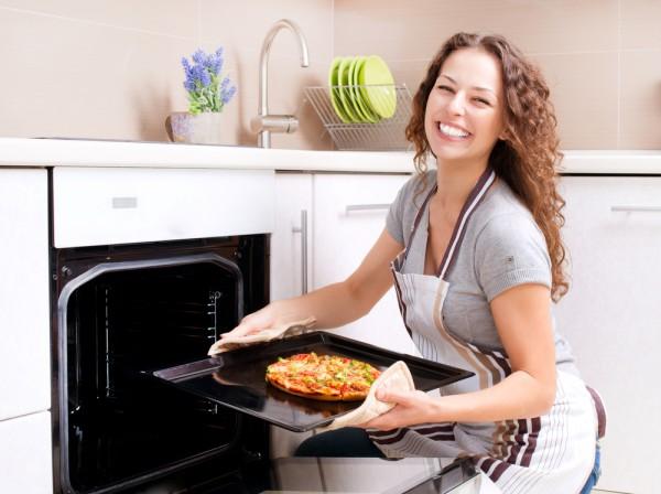 Koker pizza i ovnen