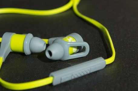 Trådløse hovedtelefoner i øret