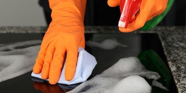 Plakaları temizlemek için sprey