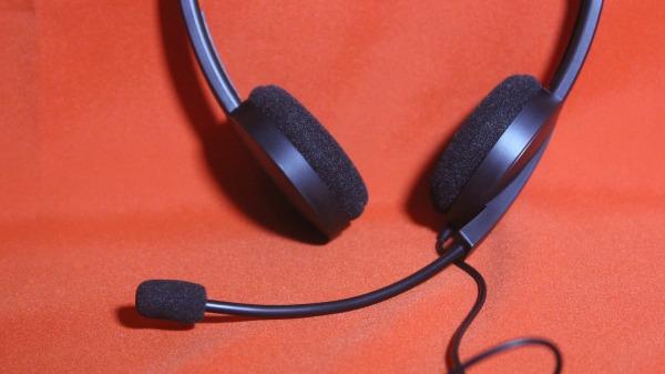 Mikrofon a fejhallgatón