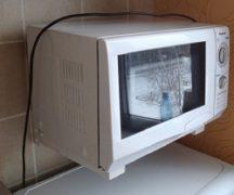 दीवार पर एक माइक्रोवेव कैसे लटकाओ