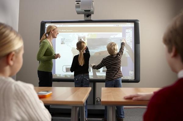 Projektor til uddannelsesinstitutioner