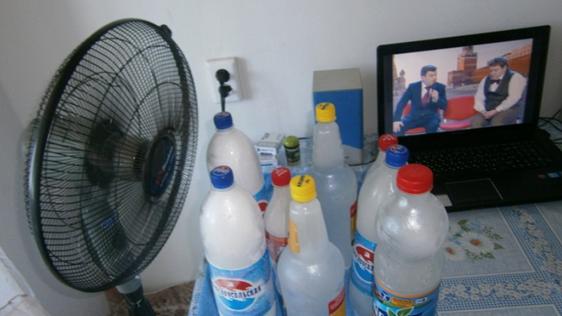 Buz şişeleri ve fan