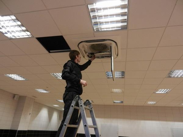 Installation de climatiseur de plafond