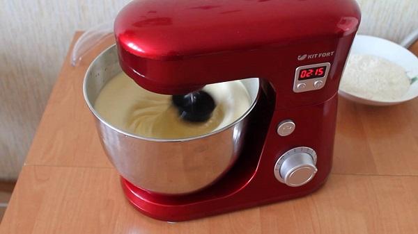 Pétrir la pâte dans un mélangeur planétaire