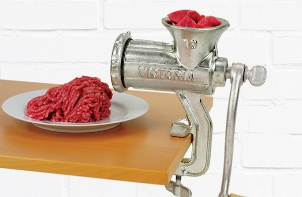 Meat twisting in a meat grinder