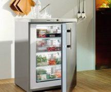 Congelator în bucătărie