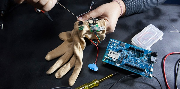 Akıllı eldiven