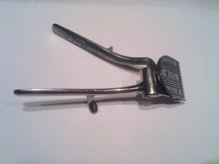 Der erste Haarschneider