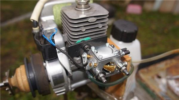 Benzinli motor