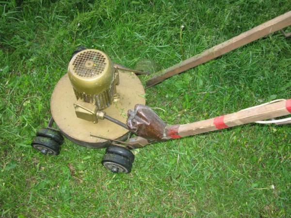 Giyotin çim biçme makinesi