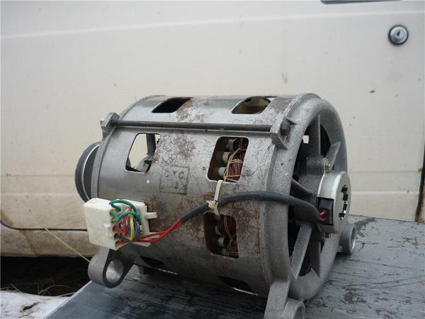 Motore elettrico dalla lavatrice